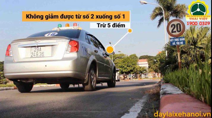 huong-dan-lai-xe-oto-b2-thay-doi-so-tren-duong-thang